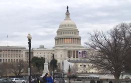 Chính phủ Mỹ thoát nguy cơ đóng cửa vào phút chót