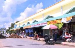 Nỗi lo từ những khu chợ không phép tại An Giang