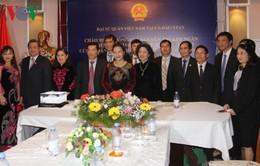 Chủ tịch Quốc hội thăm sứ quán Việt Nam tại Kazakhstan