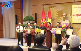 Trao Huy hiệu 40 năm tuổi Đảng cho nguyên CTQH Nguyễn Sinh Hùng