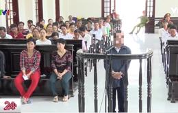 Vụ bé bị cha và ông nội hiếp dâm: Vĩnh Long tuyên mức án tù chung thân với hai bị cáo