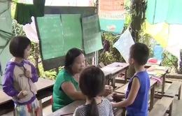 Người phụ nữ gieo chữ cho trẻ nhỏ