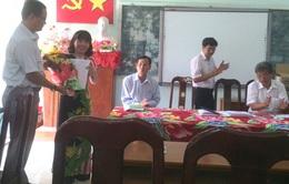 Trao quyết định phục hồi chức vụ Hiệu trưởng cho cô giáo chống tiêu cực bị cách chức