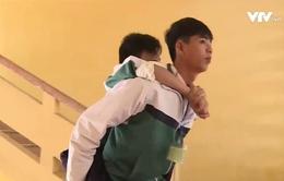 Bộ trưởng Phùng Xuân Nhạ gửi thư khen học sinh cõng bạn đến trường