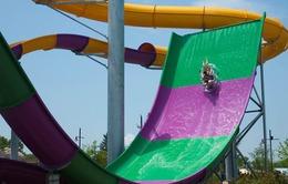 Cảnh báo tình trạng trẻ em bị nạn khi chơi trượt ống ở công viên nước