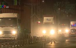 Người dân TP.HCM bức xúc vì xe container nhiễu loạn