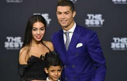 """Ronaldo """"đá xoáy"""" Messi và Barca sau khi giành giải Cầu thủ xuất sắc nhất"""