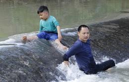 """Bố ơi! Mình đi đâu thế?: Sự dũng cảm, nhanh trí của Xì Trum khiến bố Hải Phong """"nở mũi"""""""