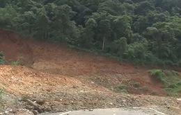 Sạt lở nghiêm trọng Quốc lộ 40B đoạn tránh đèo Văng Rơi