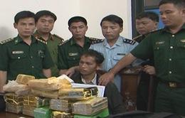 Hà Tĩnh: Bắt đối tượng vận chuyển 10 kg ma túy đá và 20 ngàn viên ma túy tổng hợp