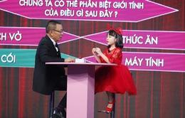 """Mặt trời bé con: Cô bé 7 tuổi được nhà báo Lại Văn Sâm khen là """"biết tuốt'"""