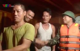 Biên phòng Quảng Bình giải cứu 1 tàu ngư dân bị cháy trên biển