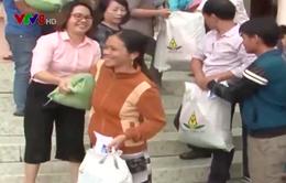 Hơn 1000 suất quà trao cho người nghèo vùng lũ Quảng Ngãi