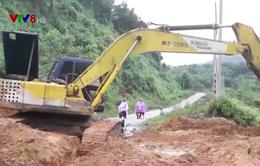 Quảng Ngãi: Hàng nghìn người dân Tây Trà vẫn bị cô lập do sạt lở núi