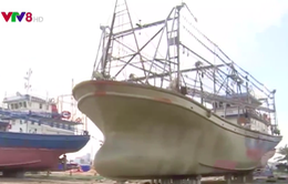 Tàu vỏ thép bị hư, ngư dân mòn mỏi chờ đợi hỗ trợ