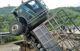 Cầu gãy gây chia cắt xã Canh Thuận và Canh Liên, Bình Định