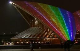 Nhà hát Opera Sydney chiếu đèn 7 màu mừng luật hôn nhân đồng giới