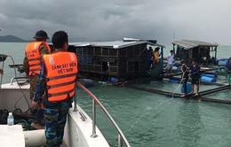Cảnh sát biển cứu nhiều người bị mắc kẹt tại các đảo trong bão