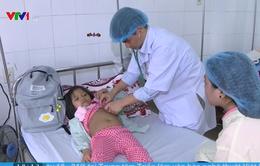 Tấm lòng của các y bác sĩ dành cho em bé 7 tuổi bị ung thư máu