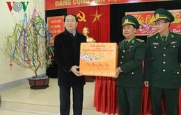 Chủ tịch nước thăm lực lượng biên phòng cửa khẩu quốc tế Lào Cai