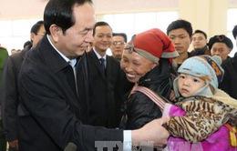 Chủ tịch nước thăm và tặng quà các gia đình chính sách tại Lào Cai