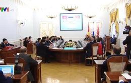 Chủ tịch nước gặp Thống đốc St.Petersburg
