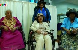 Bữa tiệc của các cụ bà trăm tuổi