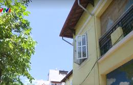Bé hơn 2 tuổi ngã từ tầng 2 trường mầm non tại Hà Nội