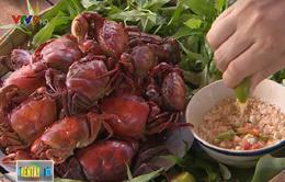 Đậm đà, thơm ngọt cua đồng luộc nước dừa