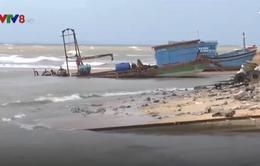 Cửa biển biến đổi, tàu cá gặp khó khi tránh trú bão