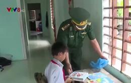 """Phong trào """"Nâng bước em đến trường"""" của Bộ đội Biên phòng Thừa Thiên Huế"""