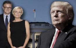 Tổng thống Mỹ Donald Trump lún sâu vào cuộc chiến với truyền thông