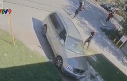 Mỹ: 4 tay súng cướp xe trên đường gây án, 1 người thiệt mạng