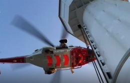 Anh: Giải cứu 14 người mắc kẹt trên tòa tháp cao hơn 50m