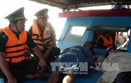 Bến Tre: Cứu thành công 4 ngư dân trên tàu cá bị chìm