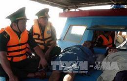 Bến Tre: Cứu 5 ngư dân gặp nạn trên biển