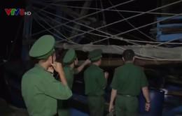 Tàu cá BĐ 97882 TS đưa thuyền viên vào bờ cấp cứu an toàn
