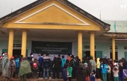 Hàng cứu trợ đến với người dân vùng núi Quảng Nam