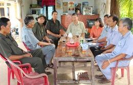 Hội Cựu Thanh niên xung phong tặng quà Tết cho các hộ nghèo