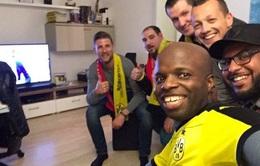 Hành động đáng ngưỡng mộ của CĐV Dortmund sau vụ nổ bom