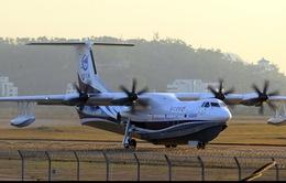 Thủy phi cơ lớn nhất thế giới tiến hành chuyến bay đầu tiên