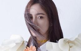 Dương Mịch khoe nét đẹp mong manh quyến rũ trên bìa tạp chí