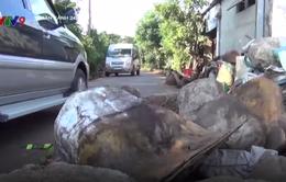 Đồng Nai: Dân dùng đá chặn xe né trạm thu phí cày nát đường dân sinh