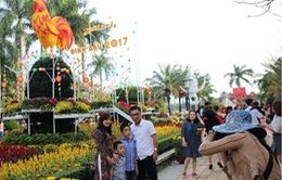 Đông đảo khách du lịch tới Đà Nẵng dịp Tết
