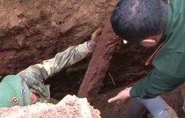 Đăk Lăk: Xử lý an toàn 2 hố bom trong khu dân cư