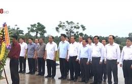 PTTg Trương Hòa Bình dâng hương tưởng nhớ các mẹ Việt Nam anh hùng