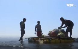 Mạo hiểm nghề đánh cá trên bè tại Myanmar