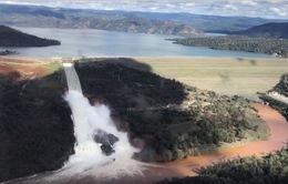 Đập nước cao nhất nguy cơ vỡ, 200.000 dân Mỹ sơ tán khẩn