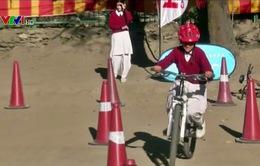 Ấn Độ khuyến khích học sinh đi xe đạp bảo vệ môi trường