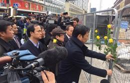 Đoàn đại biểu cấp cao Quốc hội Việt Nam đặt hoa tưởng niệm các nạn nhân vụ khủng bố ở Thụy Điển